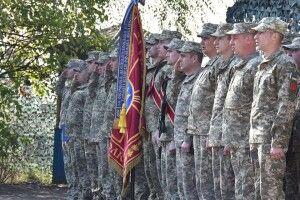 Вишиванку, стяг і різьблене яйце привезли бійцям 14-ї бригади на Луганщину земляки