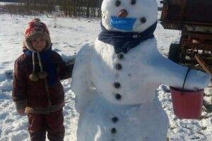 У волинському селі виліпили антикоронавірусного сніговика (Фото)