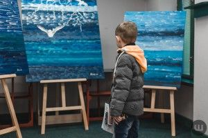 У Чернівцях презентували виставку картин талановитого художника з аутизмом (ФОТО)