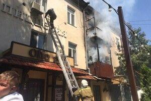 В Одесі вогнеборці загасили пожежу в житловому будинку ХІХ століття (Відео)