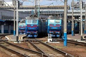 На залізничному вокзалі Києва поїзд відрізав чоловікові ноги