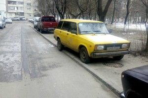 У Луцьку жовтий «Жигуль» уявив себе пішоходом (фото)