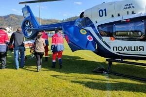 11-річного хлопчика, який раптово впав у кому, до лікарні доправили гелікоптером