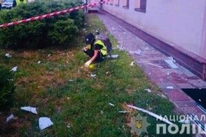 Тхне провокацією: уночі невідомий вистрілив згранатомета уфасад будівлі скандального телеканалу 112 Україна