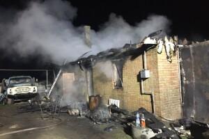 На Рівненщині через пожежу в гаражі ледь не згоріла хата