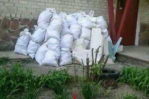 У Луцьку нечупару змусили прибрати будівельне сміття (фото)