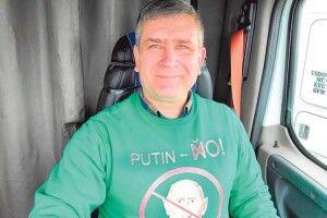 Далекобійник ізДонецька своїми піснями про Путіна завоював інтернет