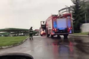 Три екіпажі рятувальників гасили фуру, що горіла на АЗС у Луцьку (Відео)