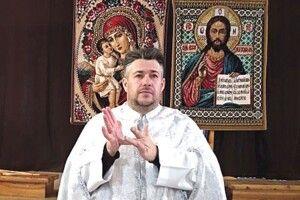 Тернопільський священник, який сам чує й говорить, править жестами. Чи не єдиний у всій Україні