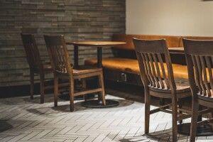 «У швидку додзвонилися з четвертого разу»: у кафе помер 17-річний хлопець (Фото 18+)