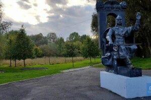 Учні Володимир-Волинської гімназії запрошують до проєкту «Скульптури говорять…» (Відео)