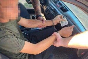 Прикордонника впіймали на хабарі (Фото)