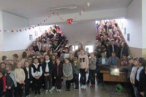 Школярі у Рованцях вшанували пам'ять загиблих за Україну