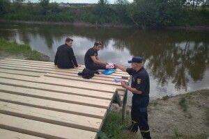 На березі Стиру рятувальники закликали лучан не знаючи броду – не лізти у воду (фото)
