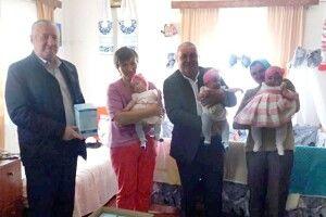 Голова громади на Волині привітав щасливу маму трійні