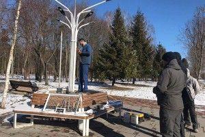 У Луцьку відновлюють ліхтар, який став жертвою вандала (фото)
