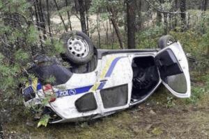 На Рівненщині автомобіль поліції злетів з дороги та перевернувся