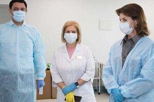 Марина Порошенко передала допомогу влікарню, десама колись працювала