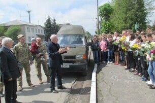 За зібрані іваничівськими школярами і педагогами гроші відремонтували автомобіль для фронту