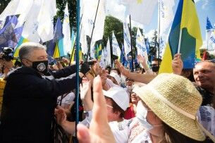 Петро Порошенко: «Бездарна влада антиукраїнців дістає з-під сукна «мовне питання», щоб показати свою відданість Кремлю» (Фото)