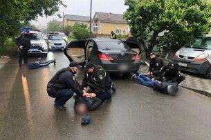 Поліція стверджує, що стрілянину в Броварах влаштували перевізники, які не поділили пасажирів (Відео)