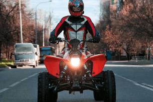 У Луцьку п'яний чоловік без прав ганяв на квадроциклі (Відео)
