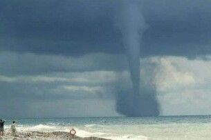 На Одещині над морем утворився смерч: в області оголосили штормове попередження