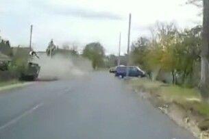 На Волині водій Мерседеса збив жінку та вилетів з авто: момент страшної ДТП потрапив на камеру (Відео)