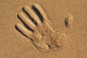 Трагедія на Рівненщині: 12-річний хлопчик загинув внаслідок зсуву піску, намагаючись викопати невеличку землянку