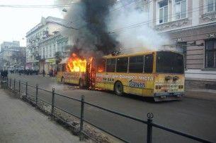 У центрі найфайнішого міста України згорів файний тролейбус (фото)