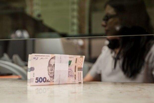 Середня зарплата волинян взялась наздоганяти середню по Україні?