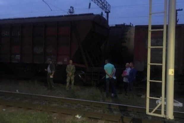 В Одесі внаслідок ураження електричним струмом загинув 14-річний хлопець, який намагався перелізти через металеву цистерну
