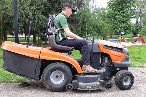 Рожищенські комунальники закупили садовий трактор