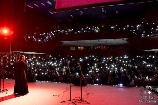 У Луцьку 26-й Благодійний різдвяний концерт проводив володар «Голосу країни»
