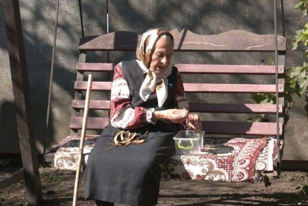 У вишиванці та у колі рідних: як волинянка святкувала столітній ювілей (фото, відео)