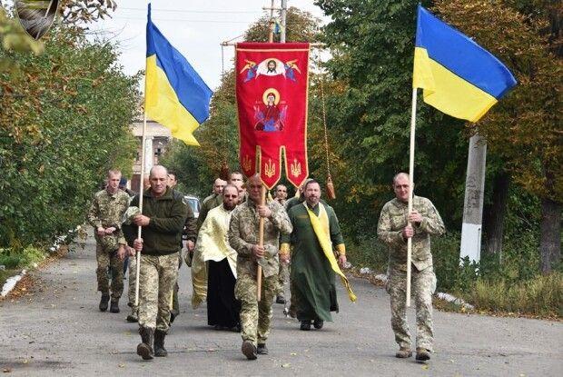 Бійці 14 бригади неподалік лінії фронту встановили каплицю