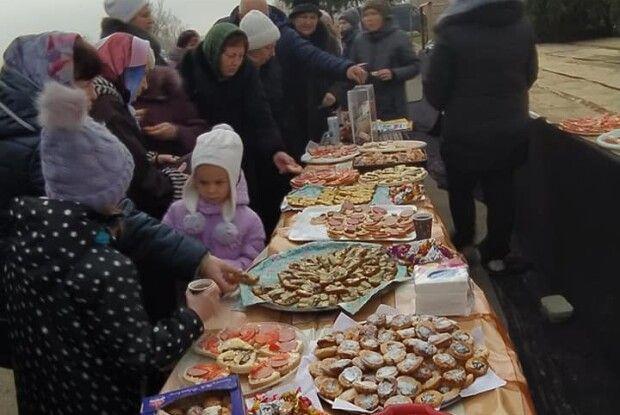 У монастирі в Жидичині ярмаркували заради хворої дівчинки (фото)