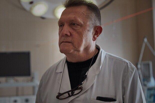 Хірург провів під обстрілами понад 380 операцій