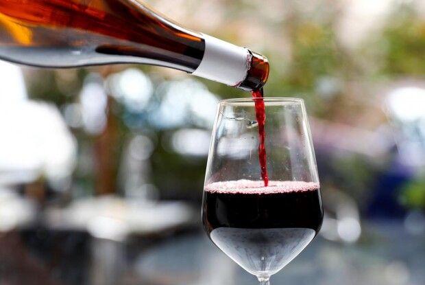 В аеропортах Грузії туристам знову даруватимуть вино