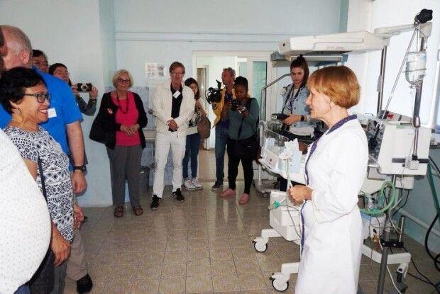 Волонтери з 21 країни побували у Луцьку в дитячій лікарні