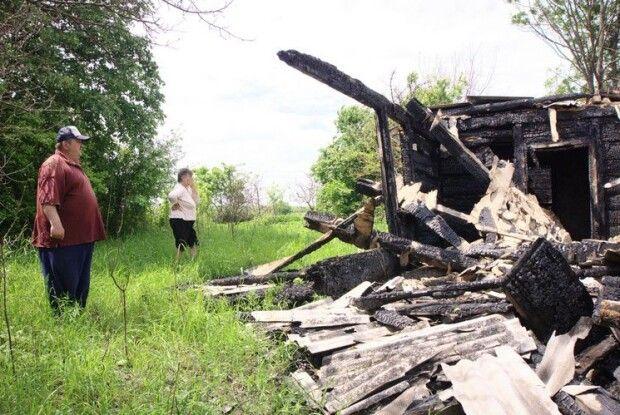 Від хати залишилися обгорілі стіни...