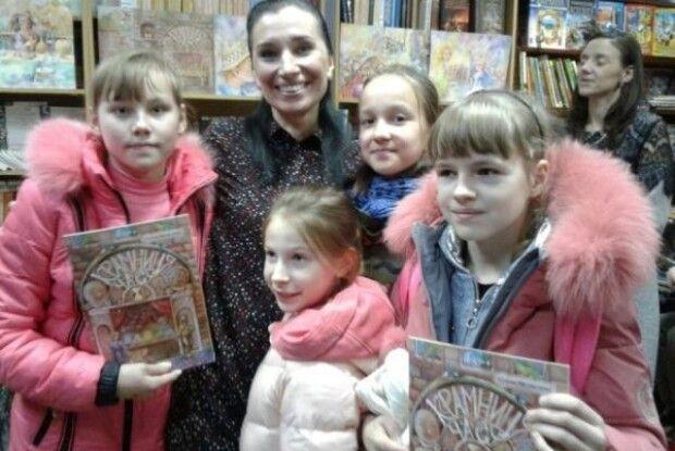 Олена Медведєва з інтригою та сюрпризами презентувала «Крамницю часу»