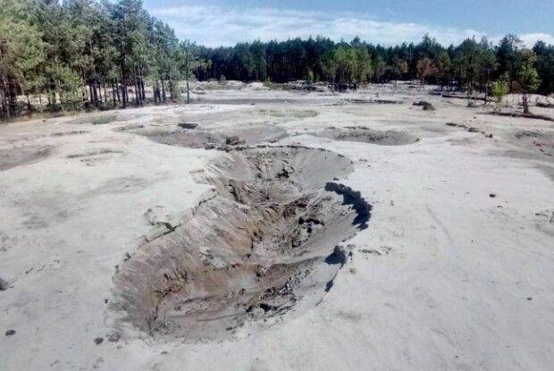На Рівненщині заповідник і унікальне озеро нищить бурштинова мафія