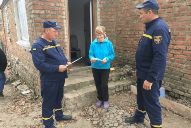 Рятувальники Волині взялися нагадувати селянам про пожежну безпеку взимку