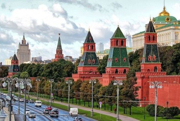 Чому у Кремлі мріють змінити нашу Конституцію?