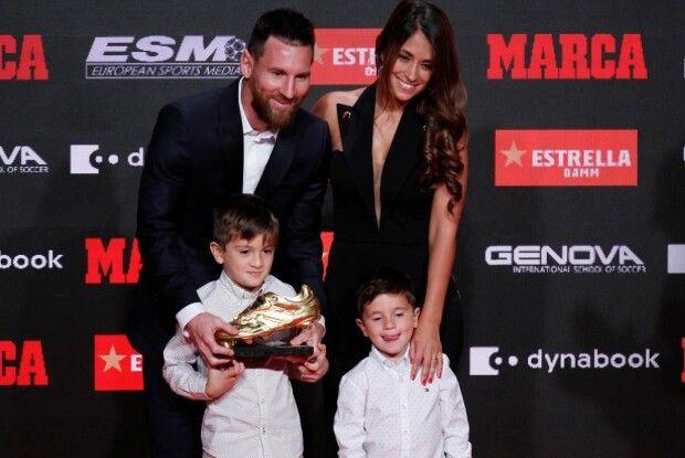 На церемонію вручення «Золотої бутси» Ліонель Мессі взяв дружину Антонеллу та синів Тьяго і Матео