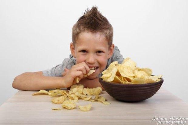 На Волині 10-річний хлопчик потрапив до реанімації, бо переївся… чипсів