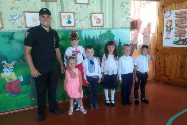 Правоохоронці Камінь-Каширщини додали дітям святкового настрою