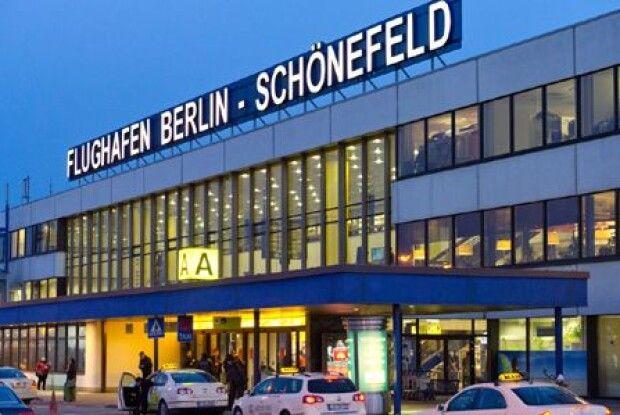 49 громадян України не змогли вилетіти з Берліна через великі черги на паспортному контролі