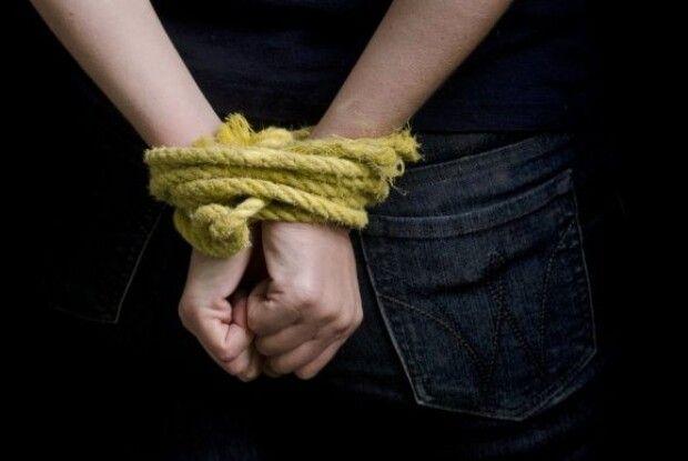 Лучанин заявив в поліцію, що трьох його подруг замкнули в будинку терористи